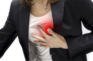 Боль в груди - признак стенокардии у женщин.