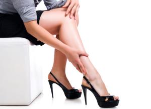 Ношение обуви на высоком каблуке - одна из причин варикоза